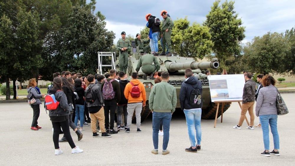 Il 4° reggimento carri ospita gli studenti dell'Istituto Superiore
