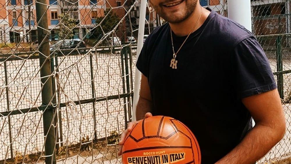 """""""Benvenuti in Italy"""": il brano di Rocco Hunt che accompagnerà gli Azzurrini agli Europei Under 21"""