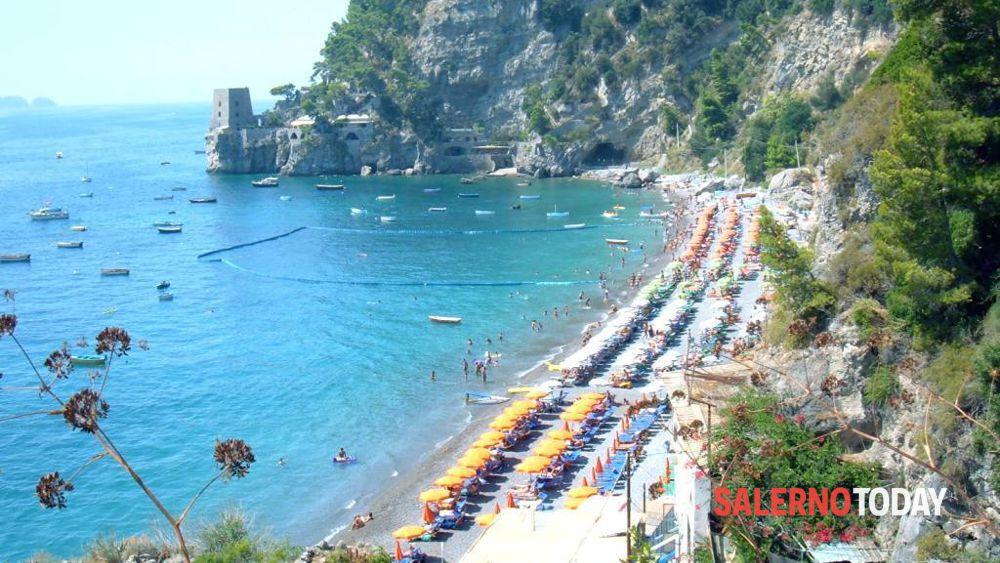 Matrimonio Spiaggia Salerno : Positano muore bagnante coreano