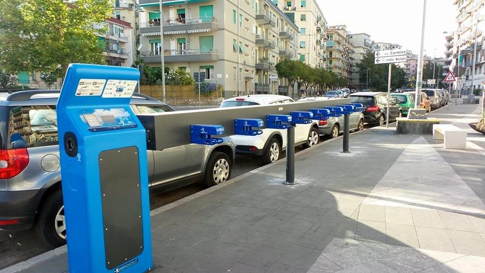 Educazione stradale per i migranti a Polla: distribuiti kit per i ciclisti